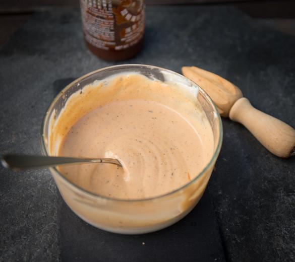 creamy sriracha sauce recipe from www.healthnutnation.com