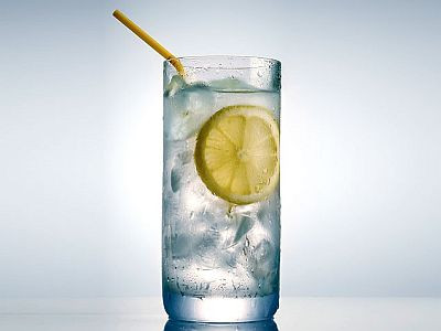 lemon water detoxes the liver and stabilizes blood sugar