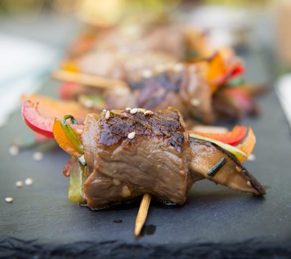 Cooked steak roll sriracha recipe