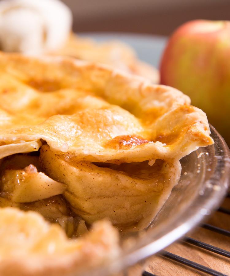Gluten free pie crust. Flaky, tender and simple! www.healthnutnation.com