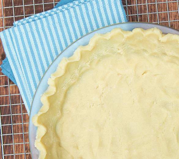 Easy Paleo pie crust recipe made with almond flour and NO eggs. www.healthnutnation.com