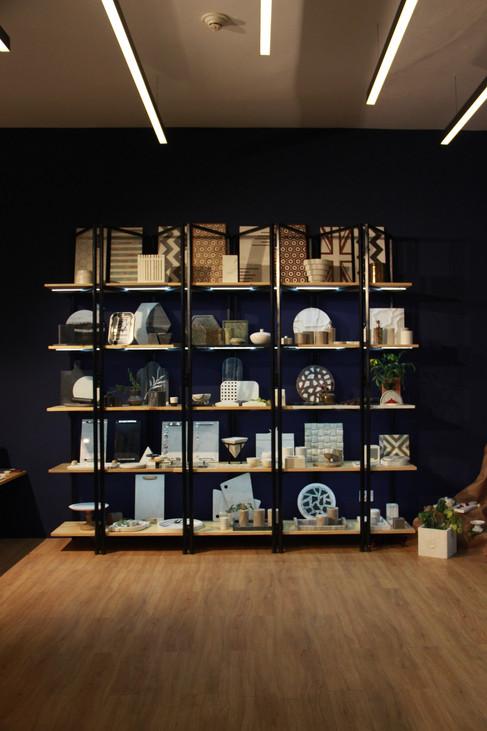 Profile lights towards the shelves