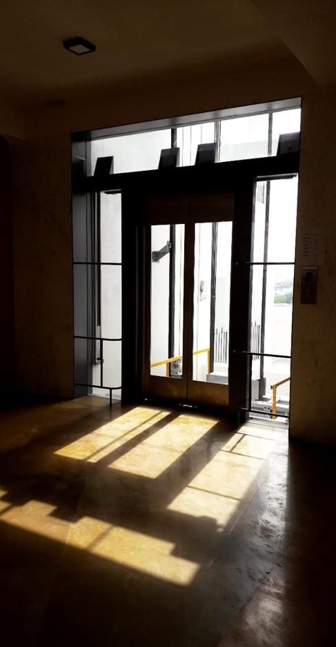 Glass lift opening