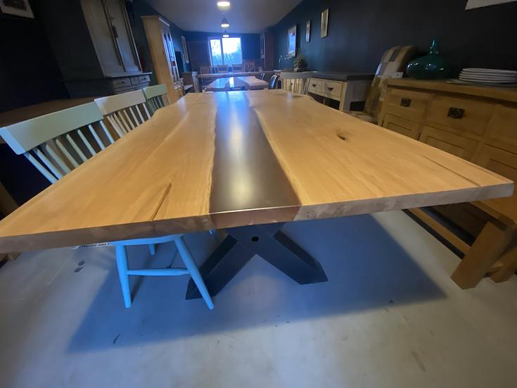 230 x 110 cm Oak Resin River Table
