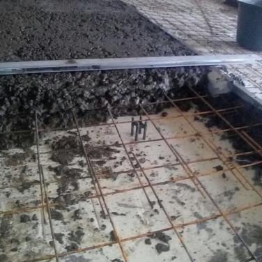 Заливка стяжки с использованием армирующей сетки