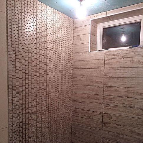 Укладка плитки и мозайки на стены
