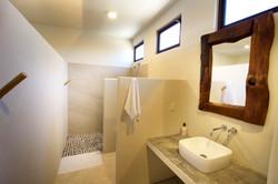Todas las habitaciones cuentan con su baño propio.
