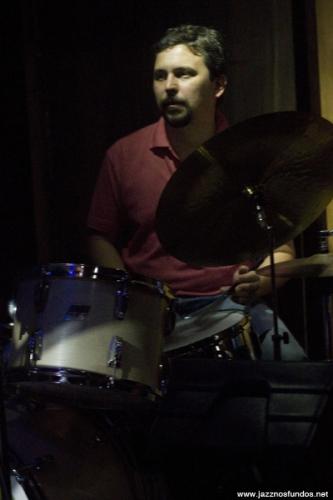 Com Tito Martino, Jazz nos Fundos