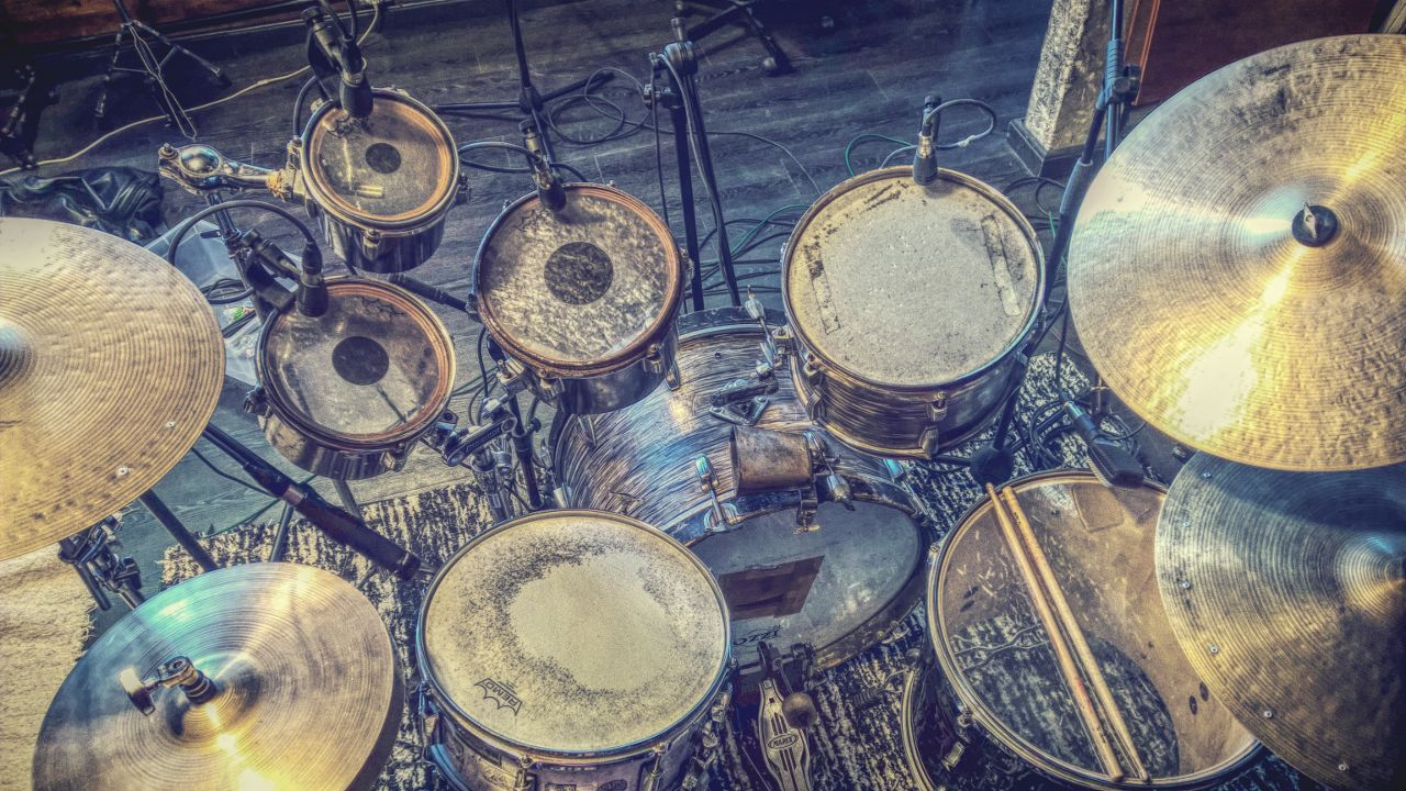 """Drum kit do disco """"Meu Som""""."""