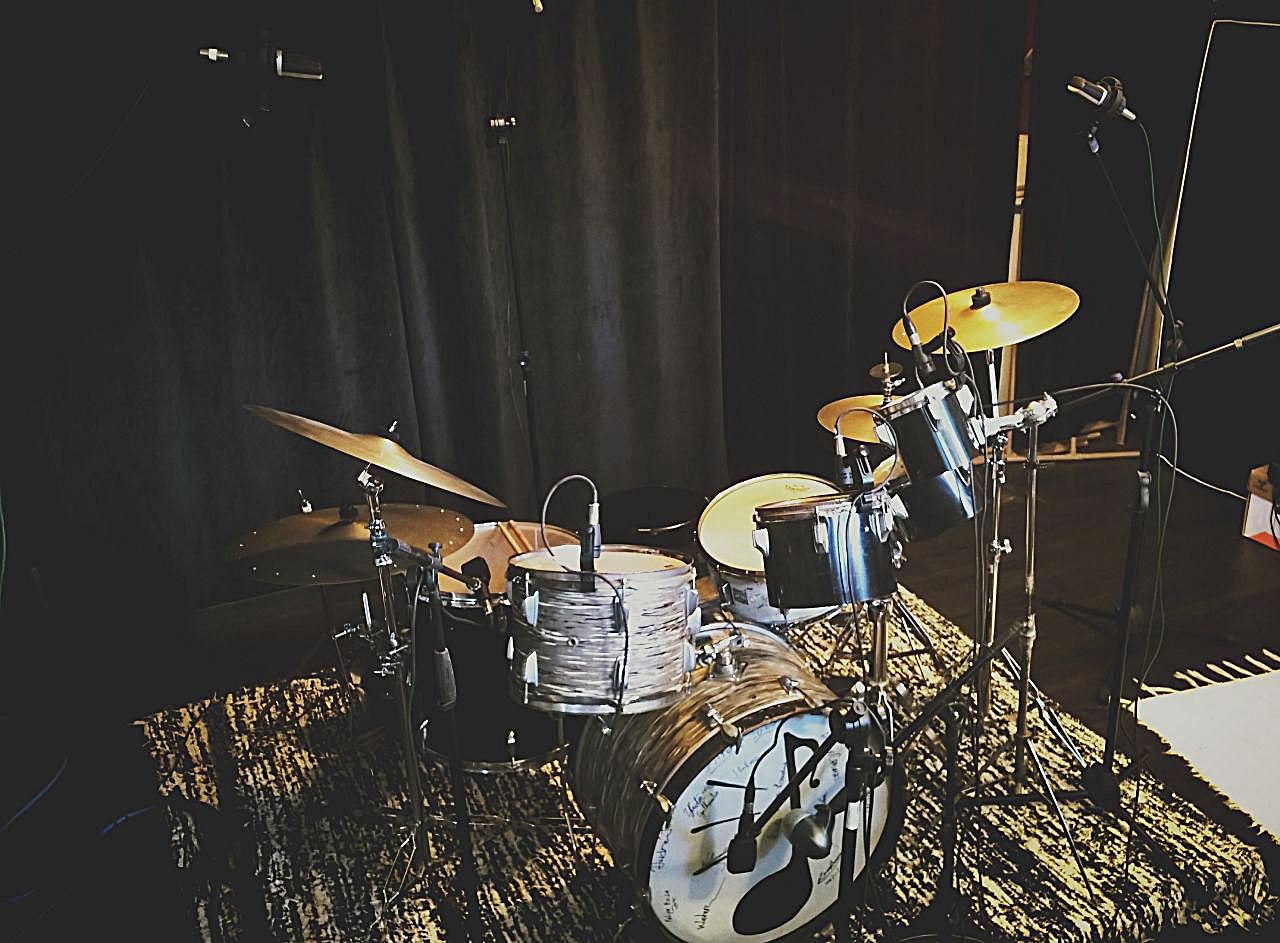"""Drum kit do album """"Meu Som""""."""