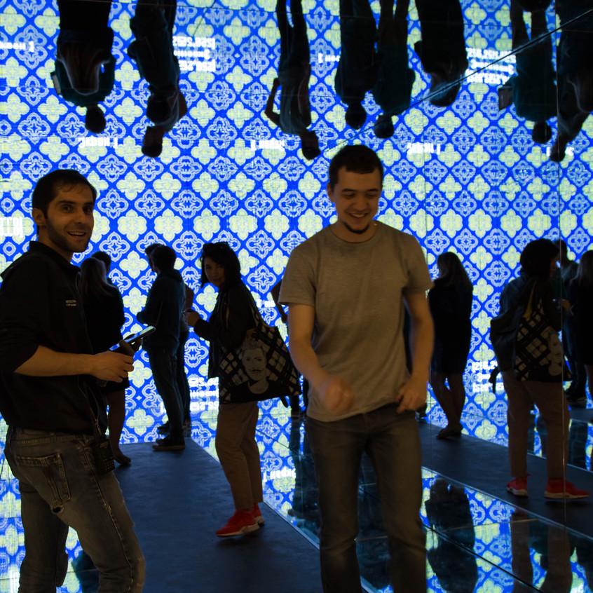 Монтирование выставки Камертон про в Абрау Дюрсо