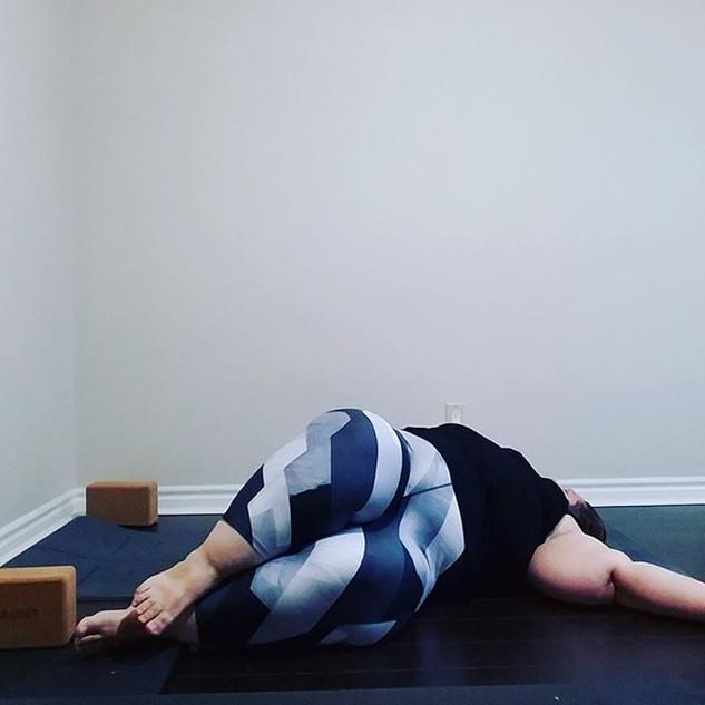Reclined Spinal Twist (Supta Matsyendras