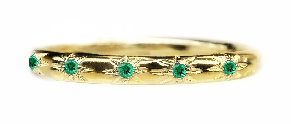 Emerald Star Set 18ct Gold Ring