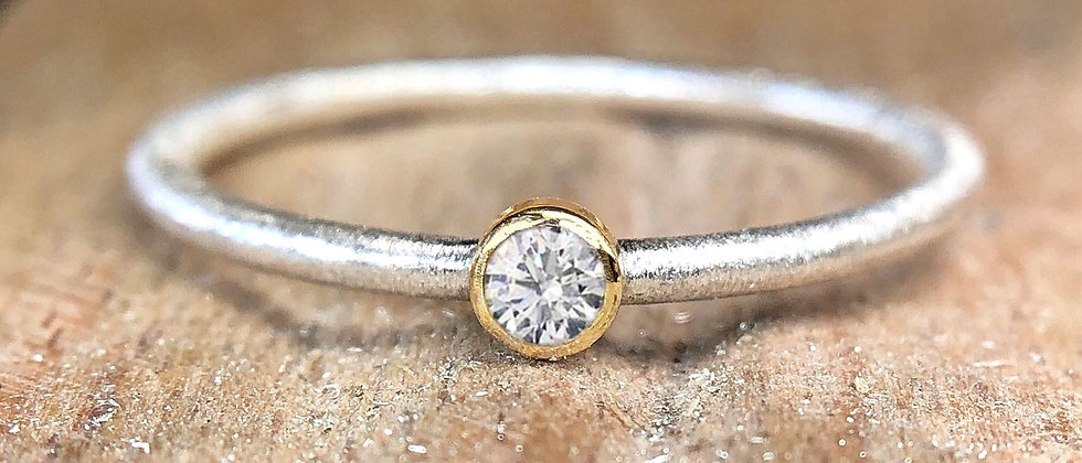 Diamond 18ct Gold Textured Stacking Ring