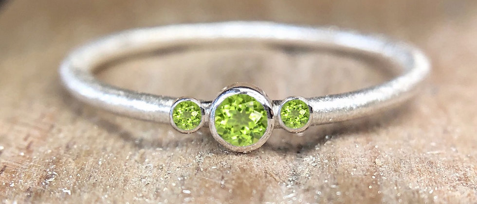 Trilogy Peridot Textured Stacking Ring