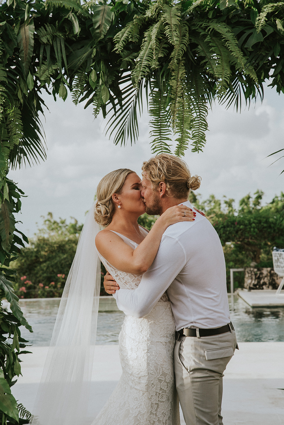 tropical leaf wedding decor