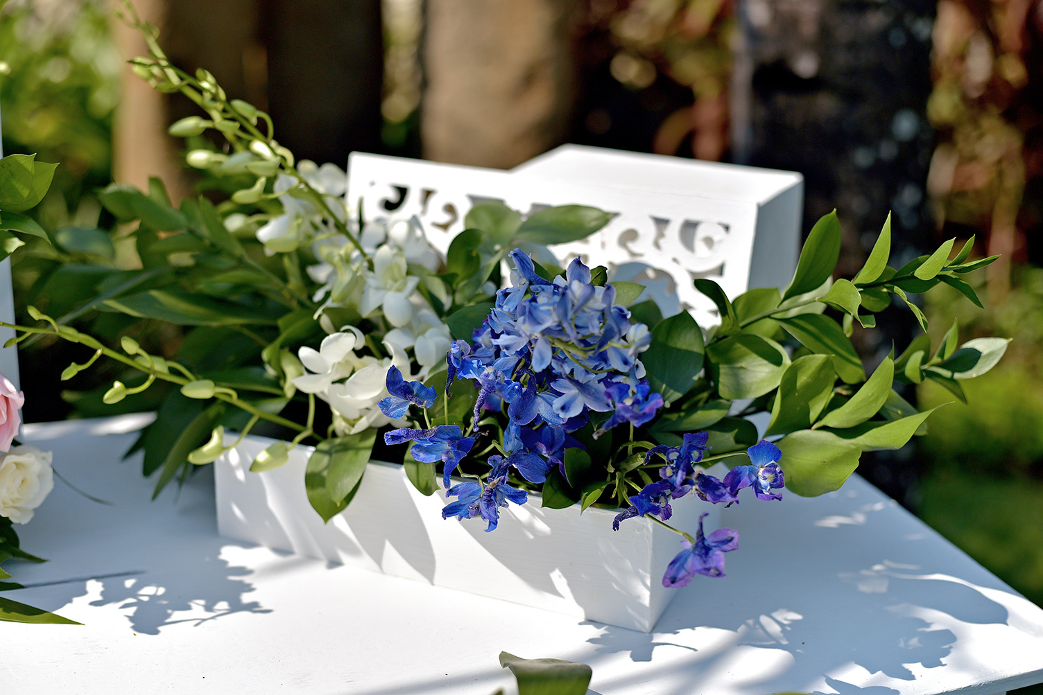 blue-white wedding decor detail bali