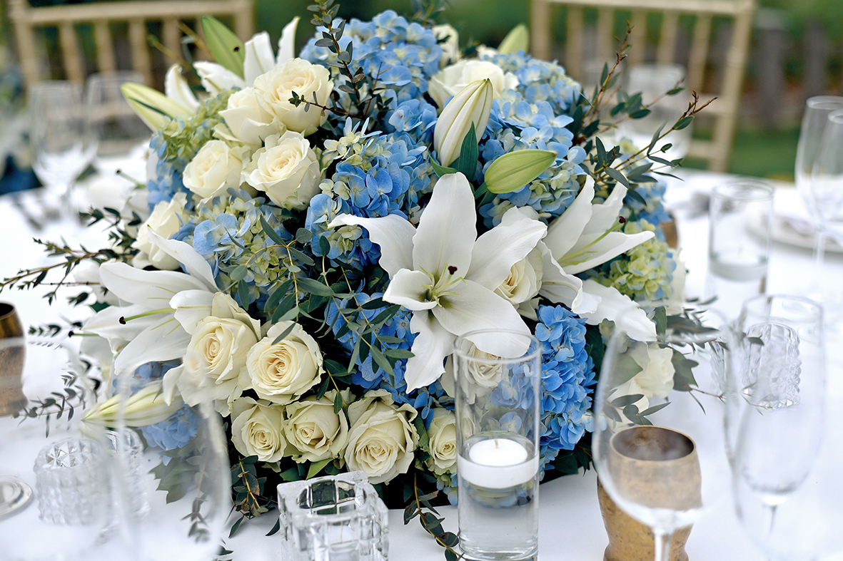 blue-white wedding in Bali