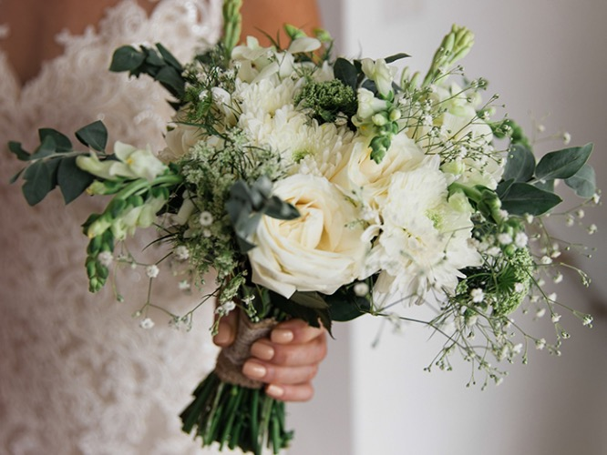 rustic white wedding bouquet bali