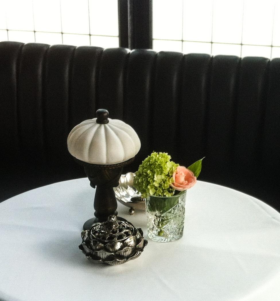 restaurant table decor in Bali