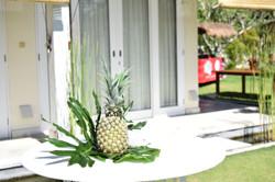 tropical cocktail table decor