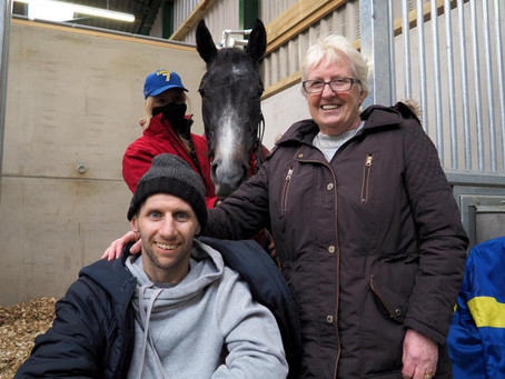Leeds Rhinos legend Rob Burrow meets racehorse named after him to raise money for MND