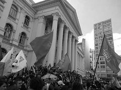 Fotografia de uma manifestação política por Cássia Lins