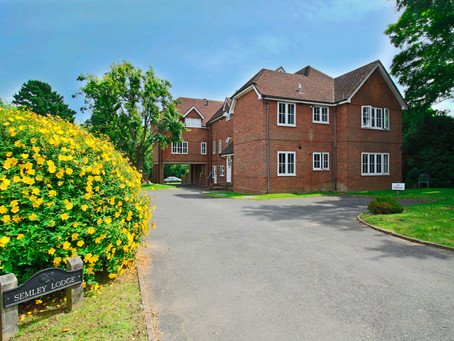 To Let 2nd floor flat in a small development, set within pleasant landscaped communal grounds