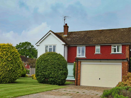 A spacious rarely available detached family home in a prime cul-de-sac location on the eastern edge