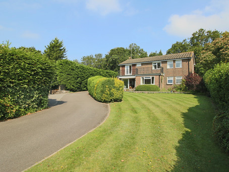 New: Detached family home situated in an elevated position above the private road of South Bank