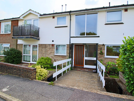 To Let spacious 1 bedroom ground floor apartment virtually adjacent to a main line railway station.