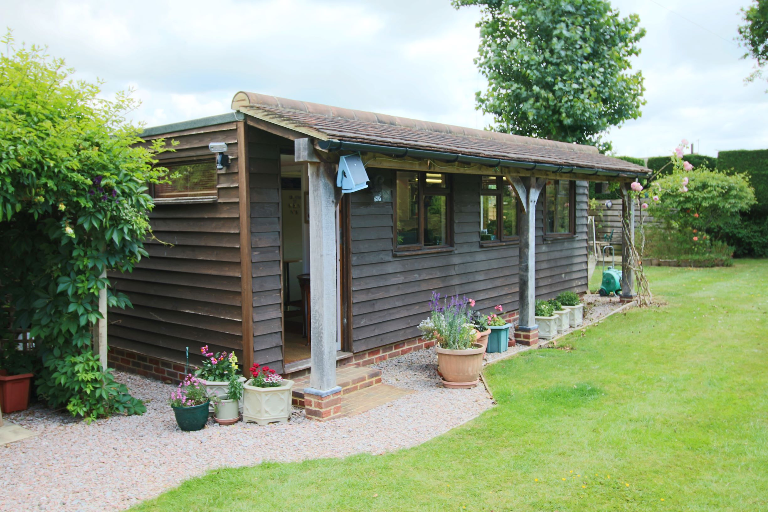 Outbuilding Log Cabin/Office