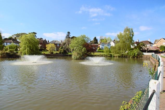 Lindfield pond _edited.jpg