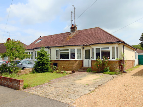 Well presented 2 bedroom 1930's built semi detached bungalow with a 91ft long landscaped garden