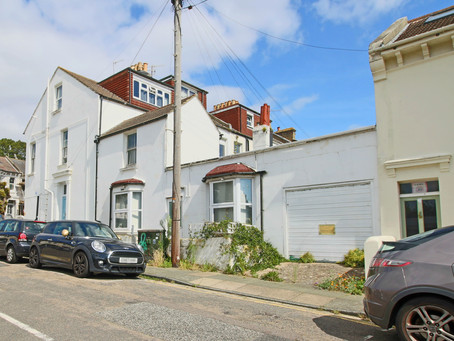 New: A unique opportunity to acquire a ground floor flat with an attached garage in the City centre.