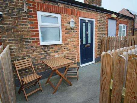 To Let: 2nd floor flat in a small development, set within pleasant landscaped communal ground
