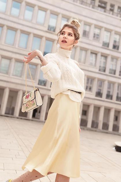 yulianna-yussef-model-blonde-kommerziell