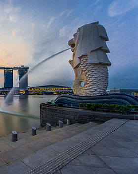 1200px-Rear_view_of_the_Merlion_statue_a