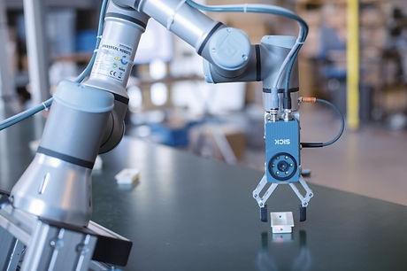 medium_universal_robots_et_sick_mettent_