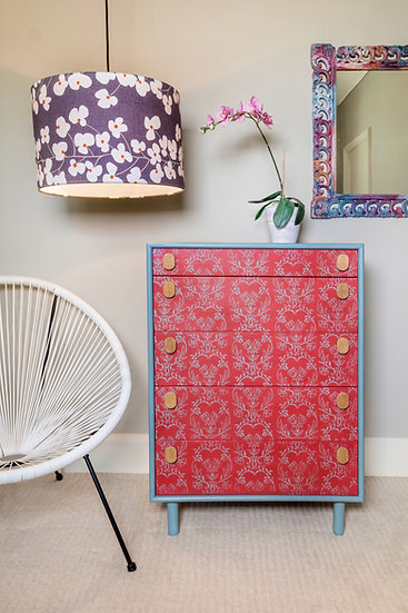 Tapet printed chest of drawers