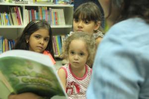 Coleção O Sapinho Guloso encanta crianças na programação da Flipa