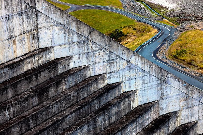 Hinze Dam wall
