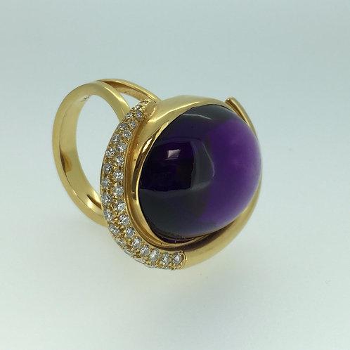 14K Yellow Gold Ring/w Amethyst and Diamonds