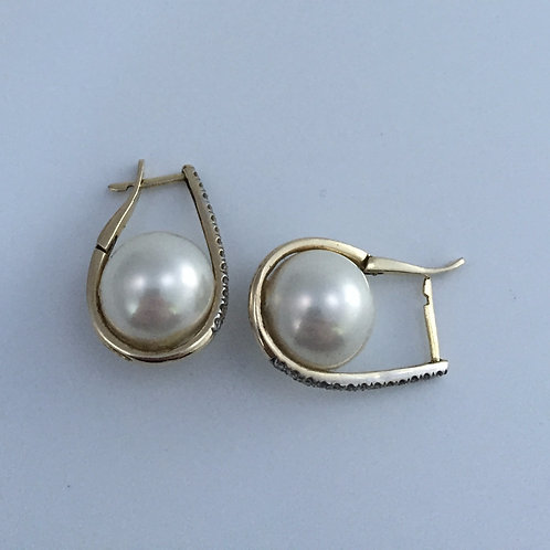 14K Yellow Gold Earrings and Faux Pearls