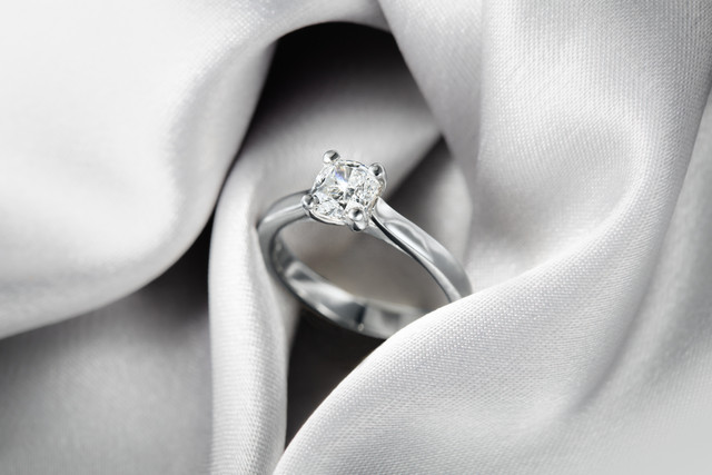 white gold diamond ring, hawaii jewelry photography