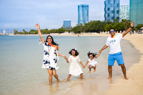 hawaii family photography ideas, Ala Moana Beach Park, permit and fee required in advance for photography