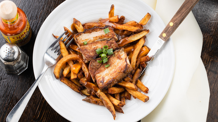 Poutine + Pork Belly, hawaii food & drink photography