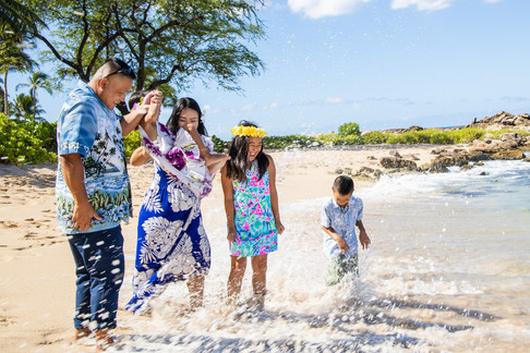 hawaii family photograph ideas,  Lanikuhonua Beach