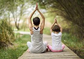 mae-e-filho-meditando.jpg