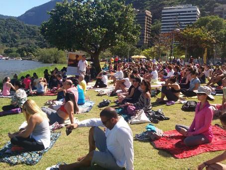 Centenas de Pessoas se reúnem para evento de Mindfulness na Lagoa